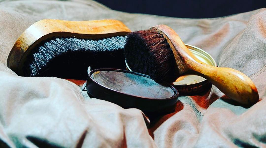Shoe polish tip of the day: Polish your shoes and clean the bottom of them before going out. Your shoe polish also works magic on the handbags! Gotta keep your accessories looking smart and clean. ?⠀ #waproo #shoecare #leathercare #waterproofing #shoeconditioning #shoepolish #melbourne